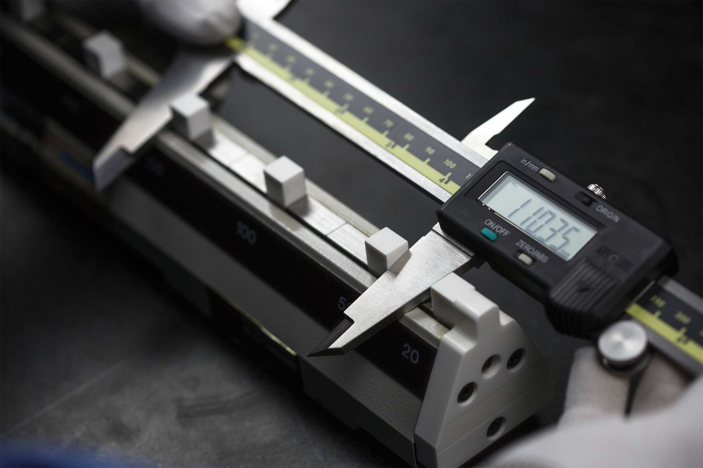 Calibration digital Vernier with caliper checker with digital reading